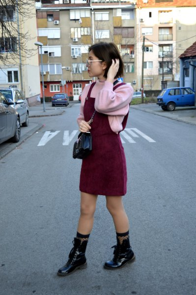 rosa Pullover Lederstiefel Outfit