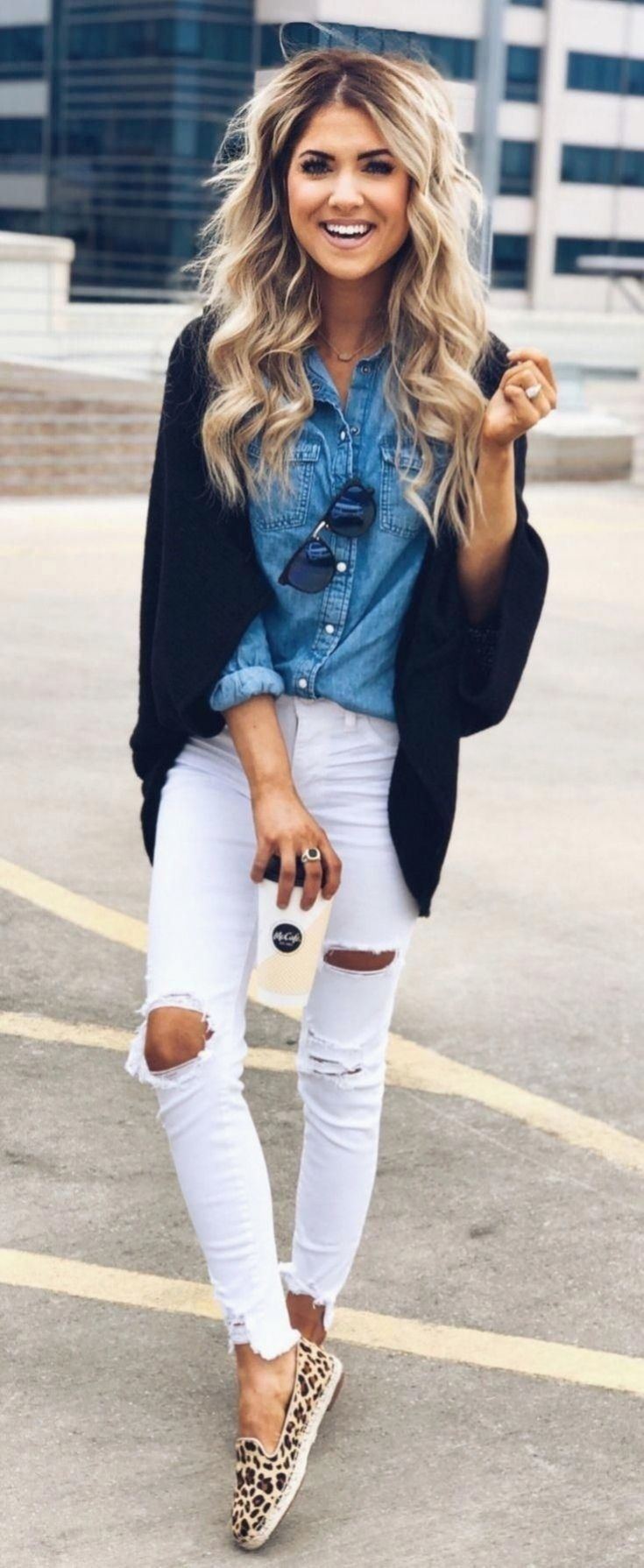 Weiße Distressed Jeans Outfits